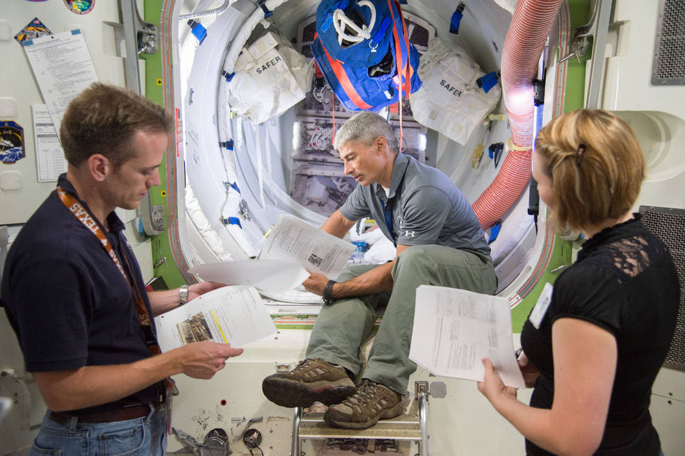 Expedition 51/52 crew member Mark Vande Hei during ISS Joint AL Hardware training with instructors Michael Dino, Eryn Beisner. Credits: NASA/Lauren Harnett